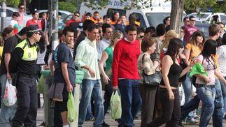 Galería de fotos: Macrobotellón en Granada. Primera hora de la tarde.