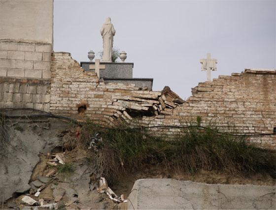Desprendimientos en el cementerio de Jun