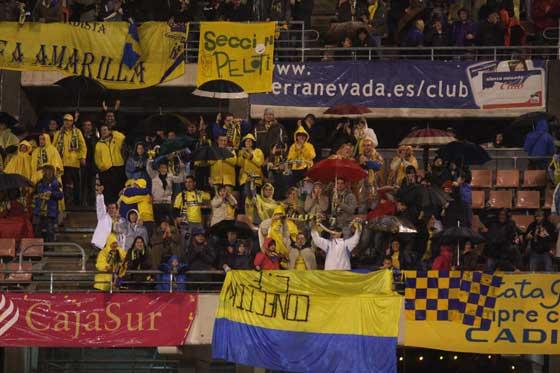 El Cádiz acaricia el triunfo en Granada