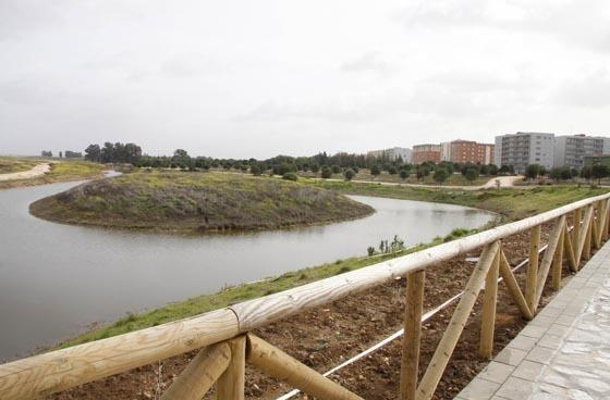 Lago natural de 40.000 metros cuadrados, con una isla en el centro para aves migratorias.  Foto: Victoria Hidalgo
