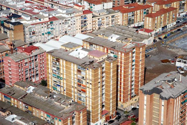 Los techos de los edificios de San Andrés han sufrido gran parte de los daños
