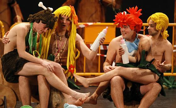 La prole de Adán y Eva se suma al reparto de personajes del cuarteto.  Foto: Jose Braza
