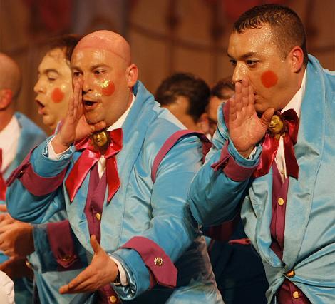 Nuevo derroche musical y de voces del coro a pie de Sevilla Pecci, Tovar y Bohórquez.  Foto: Jose Braza
