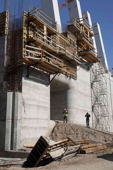 La esclusa permitirá la llegada a Sevilla de barcos de hasta 35 metros de anchura frente a los 24 metros de la actual.  Foto: Jaime Martinez