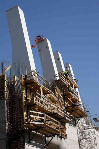 La esclusa entrará en funcionamiento a finales de 2009 tras una inversión de 150 millones de euros.  Foto: Jaime Martinez