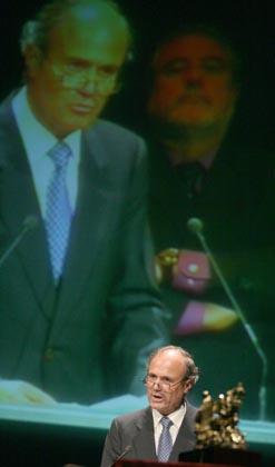 El homenajeado, Manuel Román, se dirige a los asistentes.  Foto: Belen Vargas