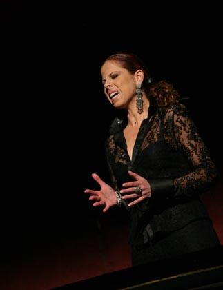 Pastora Soler cantó una saeta a la Macarena que estremeció al público asistente.  Foto: Belen Vargas