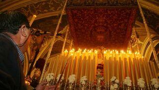 Candelería encendida para la Virgen de la Presentación.  Foto: Belén Vargas