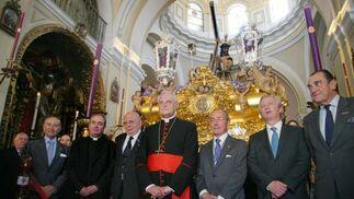 El Cardenal y el presidente del Consejo, ante Nuestro Padre Jesús Nazareno.  Foto: Belén Vargas