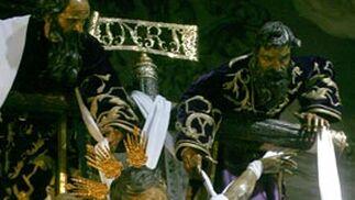 Mantillas y estampas de Jueves Santo en Sevilla