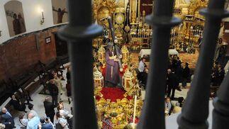 El paso del Gran Poder, desde la balconada de la Basílica.  Foto: Juan Carlos Vázquez