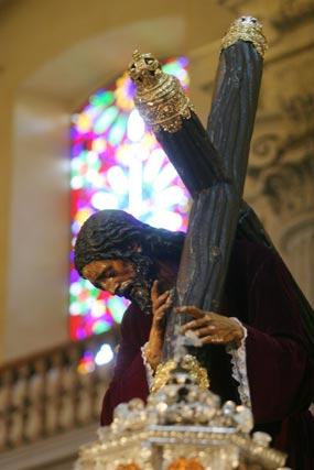 El Señor de Pasión, en su paso sin potencias.  Foto: Belén Vargas