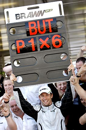 Button celebra con su equipo la victoria.  Foto: AFP Photo / Reuters / EFE