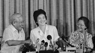 Aquino anuncia en 1985 que se presenta a las elecciones para hacer frente al partido dictatorial en el poder. / AFP Photo · Reuters
