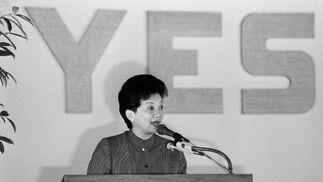 Aquino habla en un mitin político en 1987, cuando ya era presidenta. / AFP Photo · Reuters