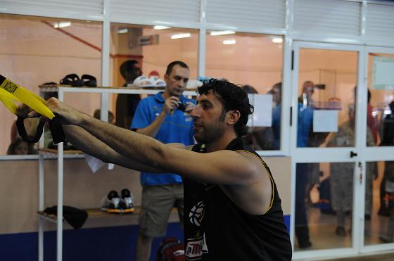 Mumbrú completa su primer entreno de la concentración en la sala de máquinas del gimnasio de Bahía Sur.  Foto: Javier Gonzalez