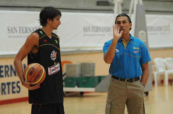 Ricky Rubio y el técnico, durante la sesión.   Foto: Javier Gonzalez