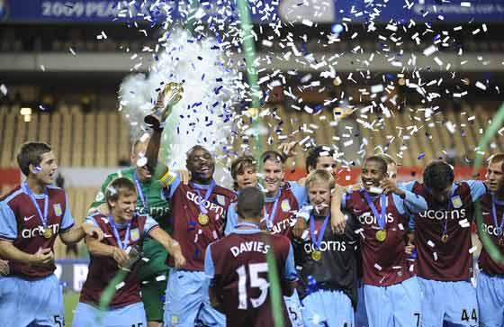 Los jugadores del Aston Villa celebran el triunfo.  Foto: Antonio Pizarro