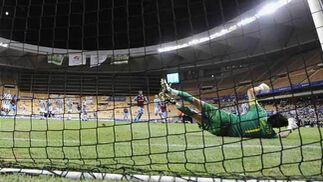 Buffon para uno de los penaltis del encuentro.  Foto: Antonio Pizarro