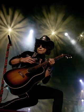El ex vocalista de Héroes del Silencio puso fin a su gira con un concierto en el que reunión a más de 5.000 personas  Foto: Punto Press