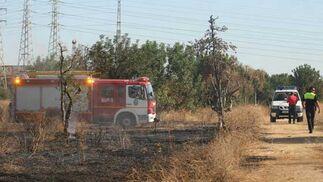 La Policía controlando la zona quemada.  Foto: B. Vargas