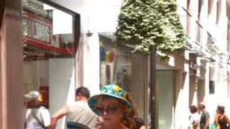 Nunca está de más acordarse de llevar el abanico y el sombrero cuando salimos de casa.