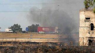Un humo invadía la zona de la autovía.  Foto: B. Vargas