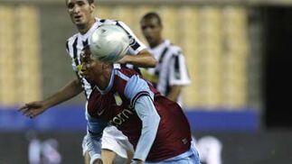 Los penaltis premian al Aston Villa.  Foto: Antonio Pizarro
