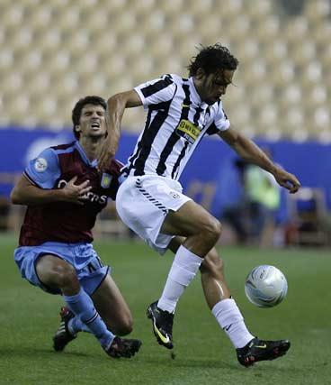 Los penaltis premian al Aston Villa.Los penaltis premian al Aston Villa.  Foto: Antonio Pizarro