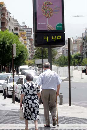 Las personas mayores de 80 años son el sector de más riesgo ante la subida de las temperaturas.