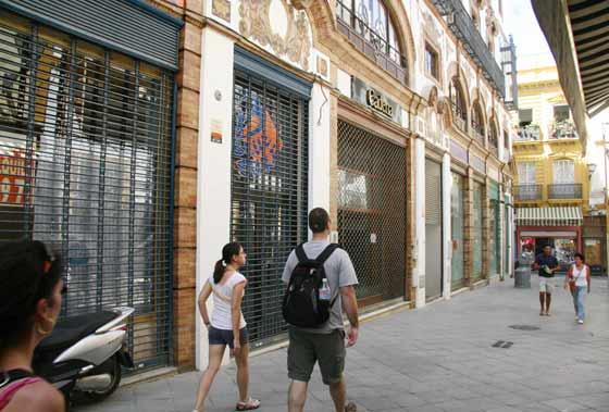 Numerosos comercios del centro cierran por la crisis