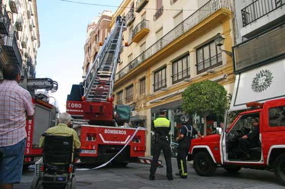 Varias unidades de bomberos se personaron en el lugar.  Foto: Belén Vargas