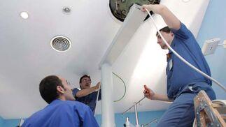 La rehabilitación de las consultas de Nefrología o la nueva instalación de agua para diálisis son otras obras que también se están realizando.  Foto: Mati