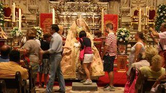 La virgen estuvo en besamanos previamente a la realización de la novena  Foto: Antonio Pizarro