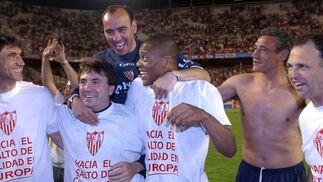 Celebrando la clasificación para la Copa de la UEFA en 2004 ante Osasuna.