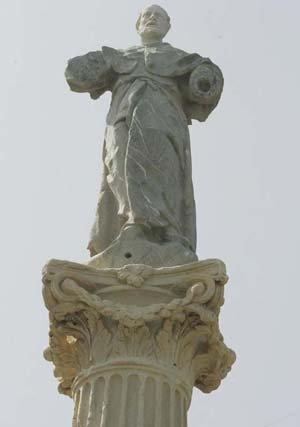 Factores naturales y humanos afectan gravemente al estado de estatuas y esculturas.   Foto: Jesus Marin