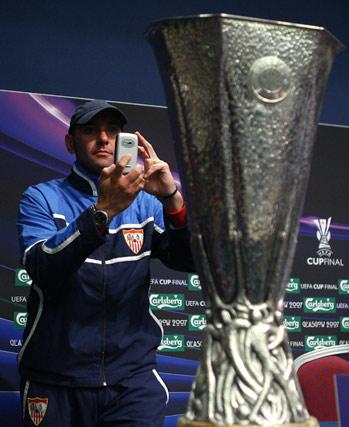 Fotografiando la Copa de la UEFA en Glasgow.
