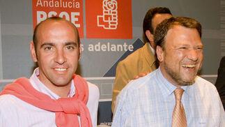 Monchi, en un acto electoral con el alcalde de Sevilla, Alfredo Sánchez Monteseirín