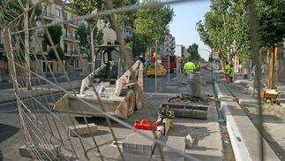 La calzada de la Avenida de la Cruz del Campo ha sido reducida con motivo de las obras del carril bici./ Belén Vargas