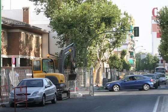 Calzada de Cruz del Campo acortada por las obras del carril bici./ Belén Vargas