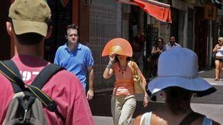 Gorras, sombreros y hasta un abanico para tratar de protegerse del sol.  Foto: Victoria Hidalgo/Juan Carlos Vázquez