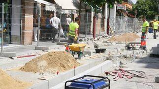 Obras del carril bici en la calle San Jacinto./ Victoria Hidalgo