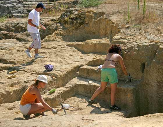 Pese a las altas temperaturas, los historiadores trabajan sin descanso  Foto: Belén Vargas