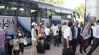 Se habilitaron 50 autocares para el traslado alternativo de los pasajeros, FOTO:EFE