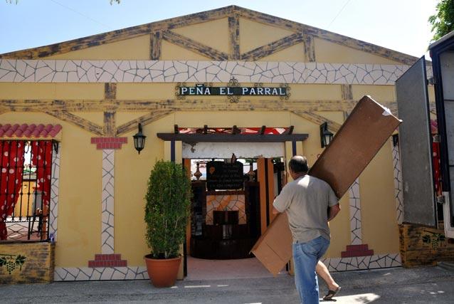 Una de las casetas del Cortijo de Torres ya casi a punto.