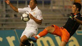 Adriano recupera ante Villa.  Foto: Kiki