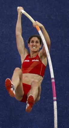 La saltadora española Naro Aguirre, durante la clasificación de salto con pértiga en el Estadio Olímpico de Berlín.   Foto: EFE