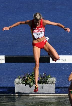 La española Arias en la competición de la carrera de obstáculos femenino.  Foto: EFE