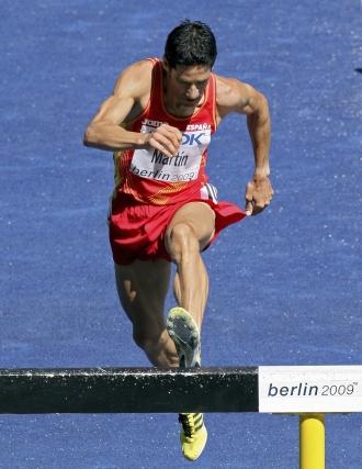 El corredor español Eliseo Martín participando en la primera ronda de los 3.000 metros obstáculos del Mundial de atletismo Berlín 2009.  Foto: EFE