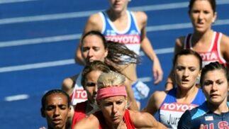 La atleta española Marta Domínguez participando en la carrera de obstáculos femenino.  Foto: EFE